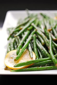 Simple Garlic Lemon Green Beans by shewearsmanyhats: A perfect side or healthy snack.  #Green_Beans #Garlic #Lemon