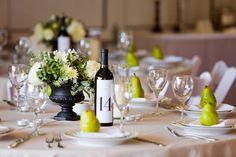 Pretty tablescape idea (black & white & pear green).
