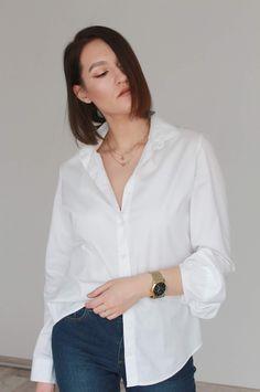white shirt & jeans White Shirt And Jeans, Jean Shirts, Bronzer, Minimalism, Ootd, Women, Fashion, Moda, Denim Shirts