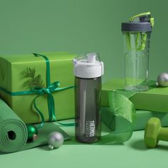 Hunting for the perfect holiday gift? Fitness fans will be green with envy over these great gifts this holiday season: http://amzn.to/2fXiw9f #Gift #Holidays #Fitness