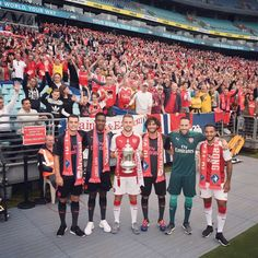 An open training session for English superclub Arsenal has drawn more fans than the average NRL game. Almost people flooded Sydney's ANZ Stadium to watch their heroes practice. Soccer Fans, Great Team, Arsenal Fc, Old Boys, Football, World, Sports, Legends, Friday