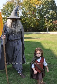 My future childs costume. These homemade costumes were inspired by the Lord of the Rings. The toddler costume is made from a basic vest pattern and pants pattern that I made a couple of. Halloween Costume Contest, Family Halloween Costumes, Halloween Cosplay, Halloween Party, Couple Halloween, Toddler Costumes, Cute Costumes, Cosplay Costumes, Costume Ideas