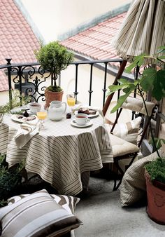 Terrace dining made even sweeter with Ralph Lauren Home Grasslands indoor outdoor fabric collection