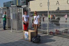 Akcja CZYSTY ANIOŁEK przy stadionie przed meczem Cracovia - Korona Kielce. Jeden z kibiców przyniósł cały worek mydełek, past, szczoteczek do zebów oraz szamponów dla dzieci! Zbierała cała rodzina, córka z przyjaciółmi. Brawo!!
