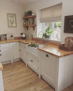17 Stunning Rustic Country Kitchen Design And Decor Ideas ~ Gorgeous House Home Decor Kitchen, Rustic Kitchen, Kitchen Interior, New Kitchen, Home Kitchens, Kitchen Dining, Kitchen Ideas, Tidy Kitchen, Country Kitchen Designs