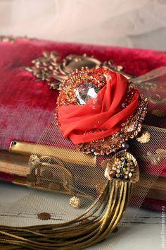 Купить Брошь-кулон. - брошь, вышивка, роза, цветок, пайетки, шелк, стразы, бархат, бусины