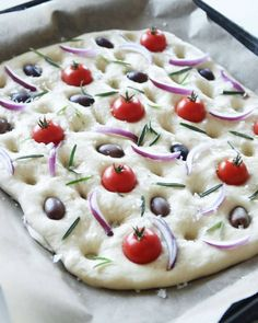 focaccia2 Raw Food Recipes, Snack Recipes, Snacks, Amazing Food Pictures, Bread Art, Bread Bowls, Dessert For Dinner, Different Recipes, Food To Make