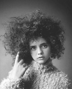 christina ricci. I was always told I looked like her as a child. I want this fro.