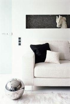luxurious-classic-interior-details-of-modern-girl-apartment