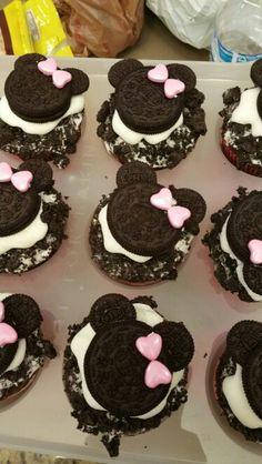 Minnie mouse cupcakes Kahlua Cupcakes, Birthday Ideas, Minnie Mouse, Desserts, Food, Tailgate Desserts, Deserts, Meals, Dessert