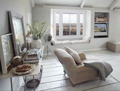 Keltainen talo rannalla: Kesäpaikoista uusiin koteihin