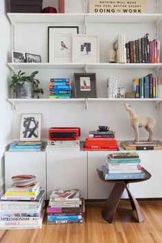Awesome Open Shelving Bookshelves Ideas To Decorating Your Room - Acarnania Decor Shelving Design, Open Shelving, Wall Design, Bookshelf Design, Algot Ikea, San Francisco Houses, Wall Mounted Shelves, Decoration Design, Decorate Your Room