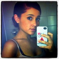 9 Pictures of Ariana Grande Without Makeup: How Does She Looks Like? Here are the 9 recent pictures of actress ariana grande without makeup from selfies, airports and walks around streets etc. Ariana Grande Photoshoot, Ariana Grande Pictures, Ariana Grande Selfie, Ariana Grande Tumblr, Ariana Grande Facts, Icarly, Yours Truly, Rare Pictures, Rare Photos