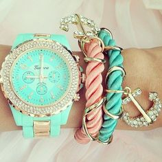 Multiple Bracelets: Trendy Way to Wear Your Accessories - Pretty Designs Edgy Chic, Cute Jewelry, Jewelry Accessories, Pink Jewelry, Fashion Accessories, Summer Accessories, Summer Jewelry, Luxury Jewelry, Jewelry Box