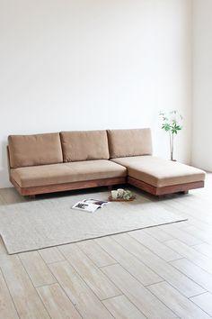 船の帆などに使用される、平織の厚くて丈夫な布地をクッションのカバーに使用した「帆布 SOFA LONG」です。人気のL型タイプソファで ロング部分は左右どちらでもレイアウト可能です。 #木蔵 #BOKURA #家具 #暮らし #木の家具 #木製家具 #木蔵ソファ #BOKURAソファ #天然木ソファ #無垢ソファ #オーダーソファ #オーダー家具 #ロングソファ #カウチソファ #シェーズロングソファ #L型ソファ #コーナーソファ #リビングソファ #リビング #シンプルデザイン #シンプルソファ #ソファ #サイズオーダー #ウォールナット材 #ブラックチェリー材 #レッドオーク材 Teak Furniture, Home Decor Furniture, Furniture Design, Couch Design, Bedroom Bed Design, Wooden Sofa Set Designs, Sofa Inspiration, Boutique Deco, Wood Sofa