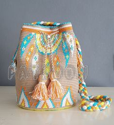 ideas diy bag crochet ganchillo for 2019 Crochet Handbags, Crochet Purses, Mochila Kanken, Mochila Crochet, Tapestry Crochet Patterns, Tapestry Bag, Boho Bags, Knitted Bags, Crochet Projects