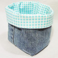 Denim Fabric Baskets Easy Fabric Crafts for Adults Sewing Hacks, Sewing Crafts, Sewing Projects, Sewing Tutorials, Bag Tutorials, Denim Fabric, Fabric Scraps, Denim Quilts, Fabric Sewing