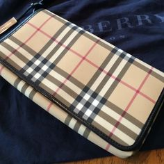 7908593848ef Vintage Burberry Handbag Gorgeous Vinyl and Leather-lined Burberry Check  Handbag. Beautifully lined Burberry embossed liner. Gently worn