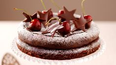 Glute-free Amaretti chocolate cake with chocolate dipped cherries---this is a British recipe, but it's easy to convert from weighing your flour to measuring from a cup--look online for conversion tables. Chocolate Cherry Cake, Amazing Chocolate Cake Recipe, Tasty Chocolate Cake, Chocolate Dipped, 50th Birthday Cake Designs, 50 Birthday, Cherry Recipes, Just Cakes, No Bake Cake
