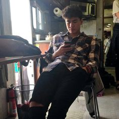 IMAGINE CALUM TEXTING U SAYING THAT HE MISSES U SO MUCH AND THAT HE CANT WAIT TO GO HOME AMD BE WITH U