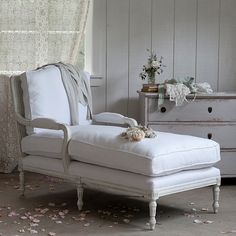 I WANT ONE!!!! - rachel ashwell shabby chic couture chaise's are such a classy touch to a room