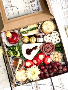Charcuterie Gift Box, Charcuterie Recipes, Charcuterie Platter, Charcuterie And Cheese Board, Party Food Platters, Cheese Platters, Appetizers For Party, Appetizer Recipes, Graze Box