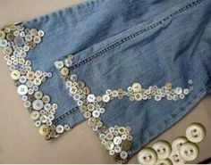 botones jeans 2 buttons sewn on jeans Lace Jeans, Denim And Lace, Old Jeans, Diy Kleidung, Denim Ideas, Denim Crafts, Embellished Jeans, Easy Sewing Patterns, Jeans Rock