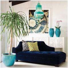A chaise longue é uma das peças mais queridinhas, quando se procura estilo, conforto e praticidade, para decorar a sala de estar ou o cantinho de leitura! Inspire-se com lindos ambientes e inclua essa peça curinga na decor...www.lifeschic.com  #chaiselongue#ambientes#style#estilo#design#homedecor#homedesign#decorar#decoracao#home#ideas#homeideas#instadecor#livingroom#inspiration#lscinspira#decor#lifeschic