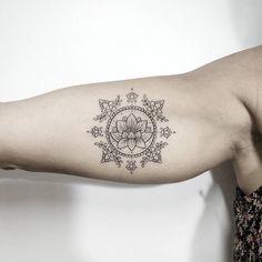 Tatuagem criada pela tatuadora Jessica Luz do Rio de Janeiro. Tribal Lotus Tattoo, Dreamcatcher Tattoo Arm, Mandala Arm Tattoos, Boho Tattoos, Mandala Tattoo Design, Feminine Tattoos, Forearm Tattoos, Flower Tattoos, Body Art Tattoos