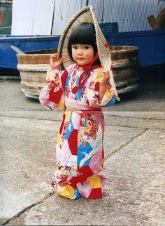 Mirai-chan, a little girl in Sado, Niigata, Japan © Kawashima Kotori 川島小鳥 [未来ちゃん]