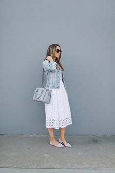 Awesome 45 Elegant White Skirt To Look Cool And Fashionable Womens White Skirt, White Skirt Outfits, White Jeans Outfit, White Skirts, Modest Outfits, Cute Outfits, Girl Outfits, Fall Fashion Outfits, Modest Fashion