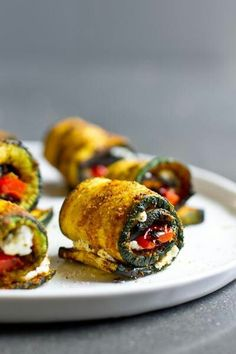 Rollos de cabacin con queso y tomate