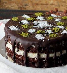 Volcano Cake (Very Yummy) - Yummy Recipes Köstliche Desserts, Delicious Desserts, Yummy Food, Baking Recipes, Cake Recipes, Volcano Cake, Buy Cake, Best Chocolate Cake, Fancy Cakes
