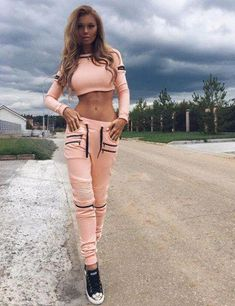 ideas for sport outfit frauen jogginghose ideas for sport outfit women's sweatpants Sport Outfits, Trendy Outfits, Fall Outfits, Summer Outfits, Fashion Outfits, Fashion Trends, Sport Fashion, Fitness Fashion, Yellow Tracksuit