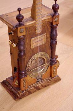Old-Clock 3 strings guitar
