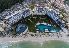 Thứ hai, 19/12/2016 11:00 GMT+7 Tập đoàn Sun Group và Tập đoàn quản lý khách sạn thế giới Marriott International vừa ra mắt khu nghỉ dưỡng tiêu chuẩn 5 sao++ JW Marriott Phu Quoc Emerald Bay.     Khu nghỉ dưỡng được thiết kế dựa trên ý tưởng về một trường đại học ...  http://cogiao.us/2016/12/19/khu-nghi-duong-5-sao-cua-sun-group-tai-phu-quoc/