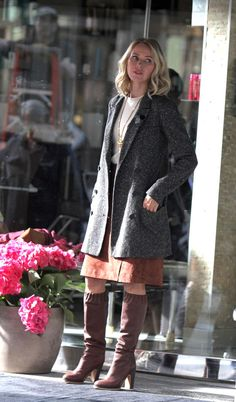 "Naomi Watts films scenes for Netflix's psychological thriller ""Gypsy"" in Manhattan, NY. Watts will star as Jean Holloway – a therapist who begins to develo"