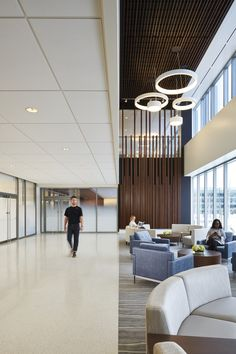 CannonDesign has collaborated with Rush University Medical Center and Midwest Orthopaedics at Rush to design the Rush Oak Brook Outpatient Center located in Oak Brook, Illinois. Modern Office Design, Workplace Design, Office Interior Design, Modern Offices, Healthcare Architecture, Healthcare Design, Architecture Design, University Interior Design, Building Development