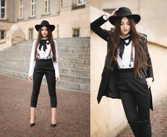 Mirella Szymoniak -- Androgynously styled with a fun pair of cheetah-printed suspenders! Suspenders Outfit, Bowtie And Suspenders, Grunge Fashion, 80s Fashion, Preppy Fashion, Badass Style, My Style, Womens Fashion Online, Ideias Fashion