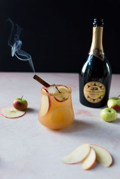 Smoked Cinnamon Apple Sparkling Sangria- might try with apple cider, cinnamon vodka, Prosecco, cinnamon sugar rum, spa lash if red tincho Coctails Recipes, Sangria Recipes, Drink Recipes, Spiced Cider, Hot Apple Cider, Christmas Cocktails, Craft Cocktails, Winter Cocktails, Sparkling Sangria