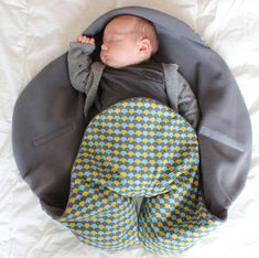 Tout saucissonné! - En voiture Simone ! Baby Sewing Projects, Sewing For Kids, Diy For Kids, Baby Couture, Couture Sewing, Recycle Old Clothes, Diy Bebe, Exercise For Kids, Kids And Parenting