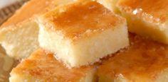 Ingredientes: 1 prato fundo de mandioca crua ralada 1 prato de queijo ralado 1 pacote (100 g) de coco ralado grosso 2 colheres (sopa) bem cheias de margarina 1 caixa de creme de leite 2 xícaras (chá) de açúcar 2 xícaras (chá) de leite 1 colher (sopa) fermento em pó 6 ovos ligeiramente batidos MODO …