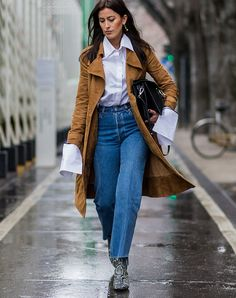 8 Mom Jeans Outfits That You Can Re-Create (Without Going Shopping! Mom Jeans Outfit, Black Jeans Outfit, Casual Jeans, Denim Outfit, Fedora Summer Outfits, Jean Outfits, Cool Outfits, Casual Outfits, Plain White Sneakers