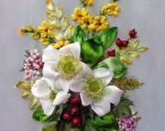 """Quadro ricamato con nastro """" Fiori natalizi"""", fiori ricamati, composizione floreale."""