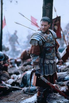 Russell Crowe as Maximus Decimus Meridius in Gladiator (2000).