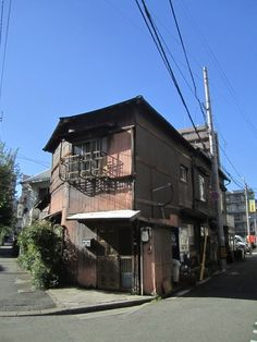 F/福岡市薬院トタン屋 Fukuoka, Cabin, House Styles, Home Decor, Decoration Home, Room Decor, Cabins, Cottage, Home Interior Design