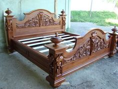 Художні вироби з дерева Upscale Furniture, Sofa Furniture, Furniture Projects, Furniture Design, Garden Furniture, Black Bedroom Design, Bedroom Bed Design, Simple Bed Designs, Carved Beds