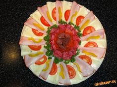 Obložené misy...kreácie mojej dcéry.... | Mimibazar.sk Deco Fruit, Ale, Platter Ideas, Food Decorating, Ethnic Recipes, Veggies, Beautiful Flowers, Salads, Fruits And Veggies