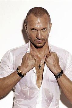 Biagio Antonacci.    Vanity Fair / 2 novembre 2010