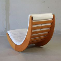 Vintage Lounge Chairs - For Sale at - Rocking Chair by Verner Panton, 1974 image 4 Pallet Patio Furniture, Plywood Furniture, Repurposed Furniture, Furniture Projects, Furniture Plans, Cool Furniture, Modern Furniture, Furniture Design, Furniture Stores